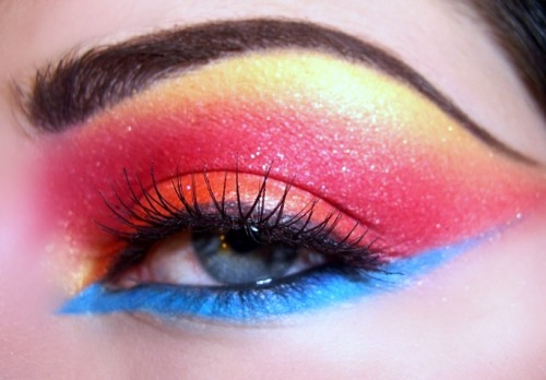 kikimakeup:  Inspired by NikkieTutorials inspired runway MAC look. I aim to do something really exciting soon for you guys. Plus more Sigma Give-aways. Much love.