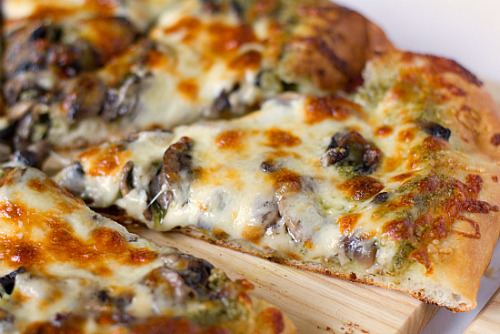 mushroomscanada:  Portobello Pesto Pizza via Brown Eyed Baker