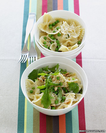lepetitpoulailler:  Dinner tonight :) Creamy pasta and peas, with peppery arugula and toasted pine nuts. Have I mentioned I love simply meals??  Make!