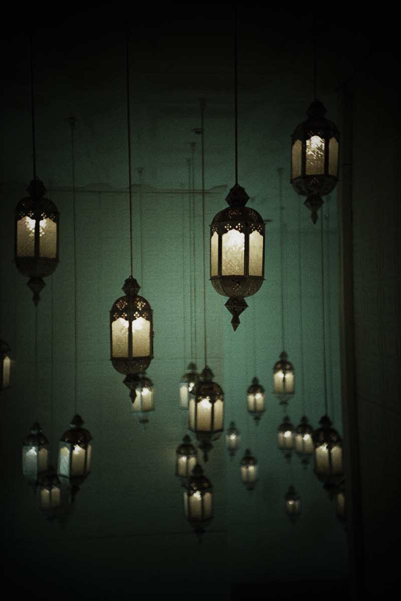 caughtupinsomebusyday:  LANTERNS