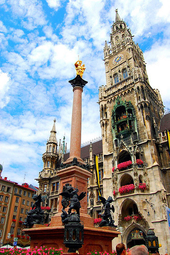 Munich, Germany The townhall and the Mariancolumn on the Marienplatz  (by Tobi_2008)