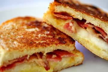 fantasticedibles:  Grilled Cheese with bacon and pear Recipe