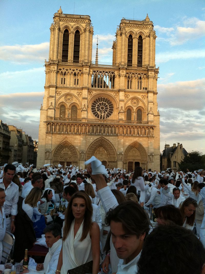 Diner et Blanc. Wish I had been there.