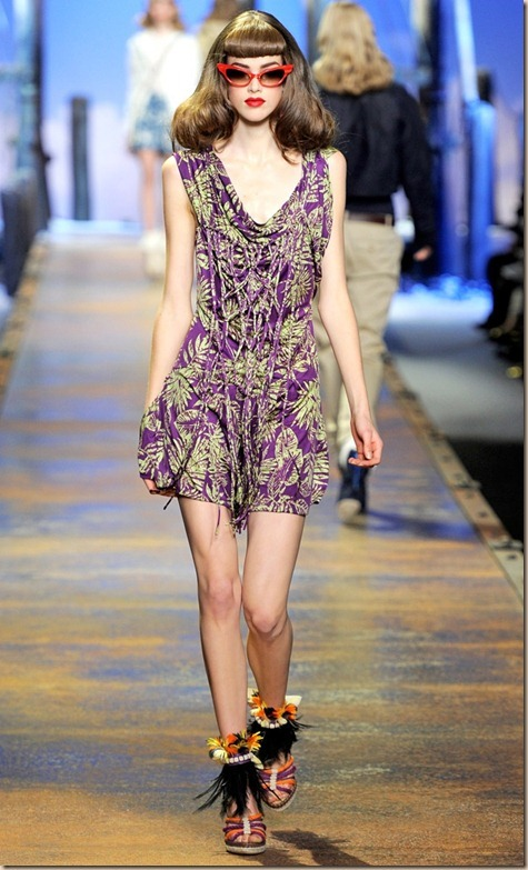 Love this purple print and the red shades from the Christian Dior SS2011 collection (via Style Celebration)