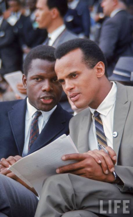 Awww Sidney Poitier and Harry Belafante …This looks like an intense convo!!!