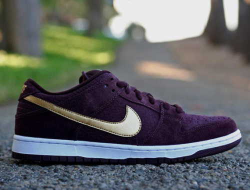 shoeshock:  Nike SB Dunk Low [UK Passport]  Been trying to find a pair of these in a 9. So far, no luck :(