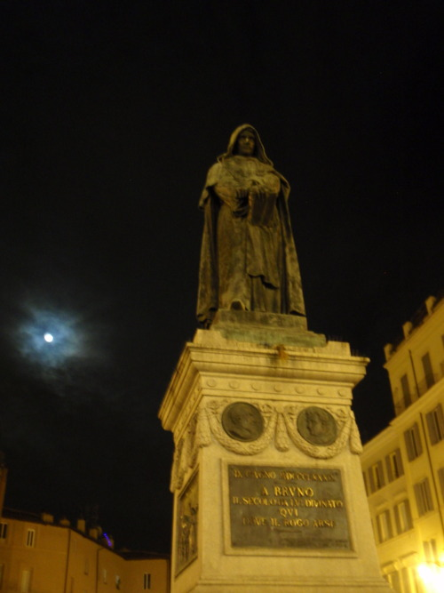 Monument to Giordano Bruno at the Campo de'Fiori in Rome.