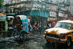 INDIA. Kolkata. Monsoon. ⓒ Julie Mayfeng