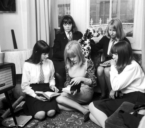 Marianne Faithfull reads.
