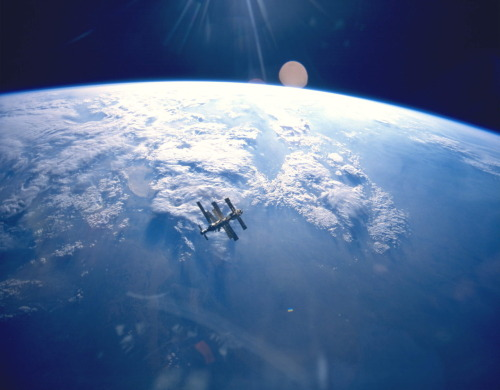 The ISS in Earth orbit |