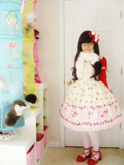 -rilakkumao:  Cherry Berry Bunny JSK Angelic Pretty whipcreambunn lolita coordinate by Christhea L. Amanda on Flickr.