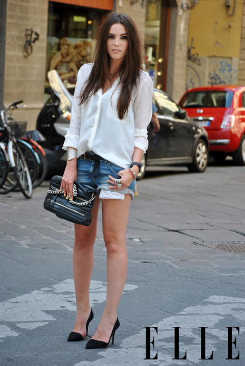 tellement simple mais ça marche à tous les coups.   elle:  Street Chic: Milan Check out all the best looks from Pitti and men's fashion week in Italy this month! Photo: Melanie Galea/The Street Muse
