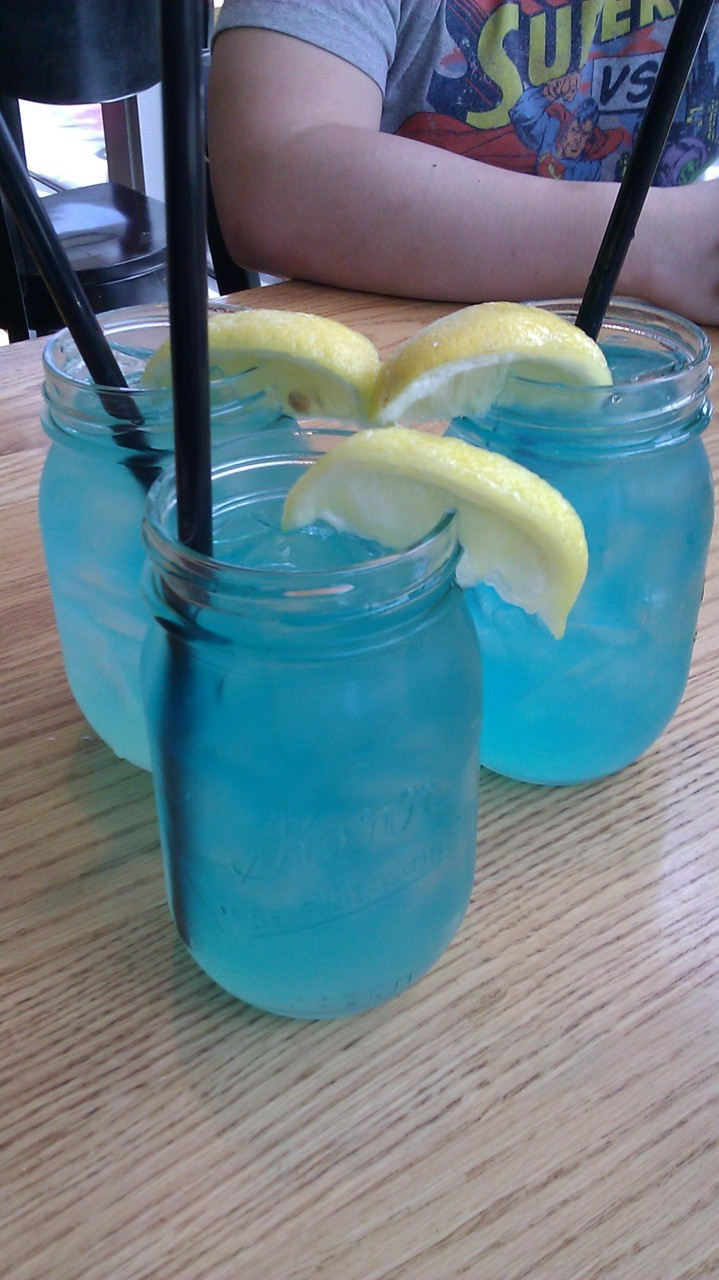 Free Lake Street Lemonade at Burger Jones with liz and mikey! :D