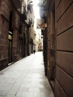 "sammi-j-photography:  ""Alley""Barcelona, Spain. SJ Photography. 2009."