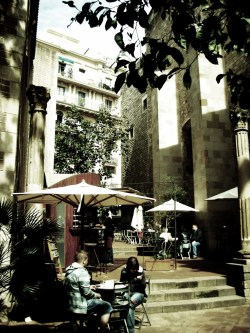 "sammi-j-photography:  ""Couple's Cafe""Barcelona, Spain. SJ Photography. 2009."