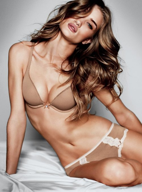 Rosie Huntington-Whiteley / 5'9 / approx. 119-125 lbs / 17.6-18.5 BMI / Underweight - Normal Weight