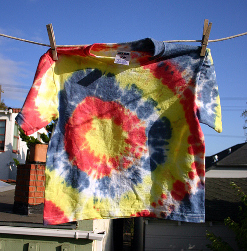 (via Bull's Eye Tie Dye Folding Tutorial | Wendolonia)