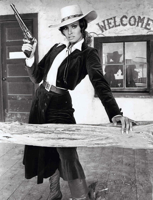 finestrasulcortile:  Raquel Welch in Bandolero [1967]