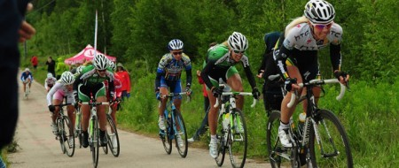 Emilia Fahlin leading the chase in the Swedish National Road Race Championship 2011 (via  Landsväg | alltomcykel.se)