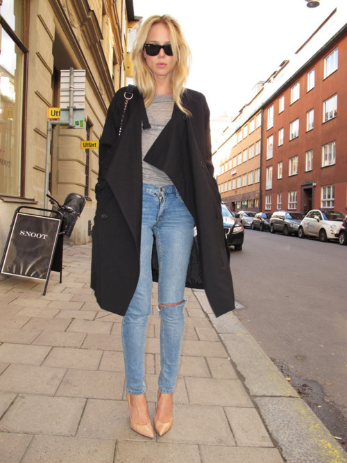 elinkling:  Trench from Monki, sweater from Back, jeans from Cheap Monday (tight), shoes from Stuart Weizman and bag FOM Whyred.