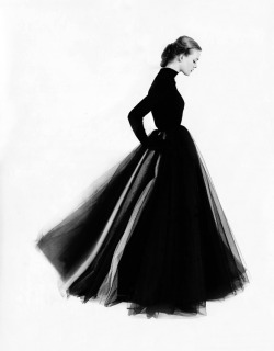 myvintagevogue:  1951 photo by Norman Parkinson source: http://www.iphotocentral.net
