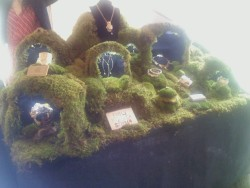 Emily Miranda's amazing jewelry display yesterday (& this whole weekend) at the Socrates Sculpture Park's Maker's Market that my wonderful mother found on www.inhabitat.com. Besides Miranda & our trip to the nearby Noguchi Museum, the journey out there was not altogether worth it.