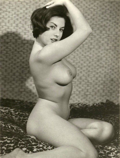 novocainelipstick:  glamorpuss:  June Palmer 1960's  everybody let me introduce you: this is my wife  My old blog still lives!