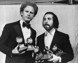 pavlovs-bell:  Simon and Garfunkel looking garfunktastic.