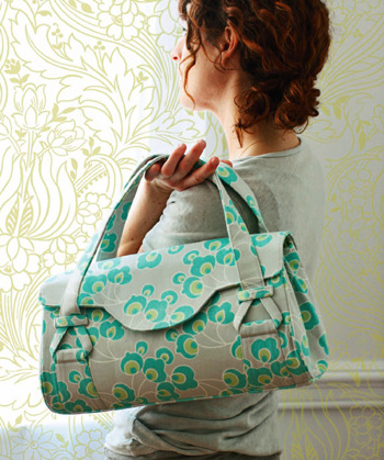 How To: Hand/Shoulder Bag Love the style of the bag, just not the fabric; makes me wish I was a better seamstress!