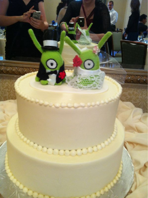 The wedding cake with my brain slug cake toppers. :)