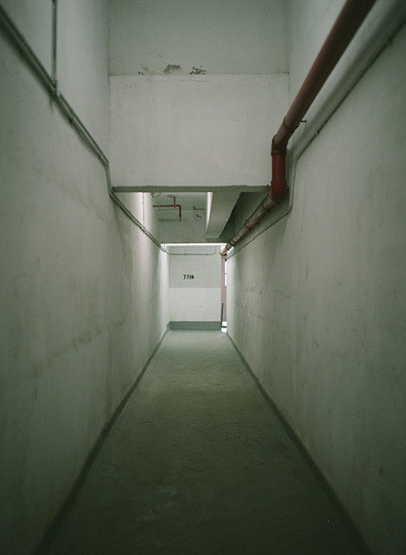 kmks:  Long corridor (by this_is_wing)