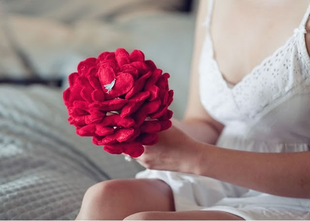 vintagerosegarden:  DIY Felt Heart Wedding Bouquet-Tutorial by La Belle Bride