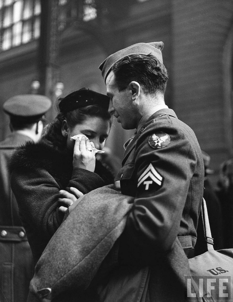 the-war-machine:A soldier consoles his weeping wife as he says goodbye.Penn Station, New York, 1944