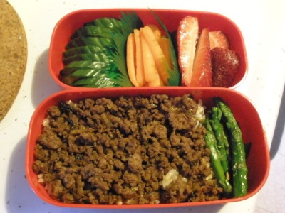 Ground beef soboro over brown rice, asparagus, veggie sticks, strawberries.