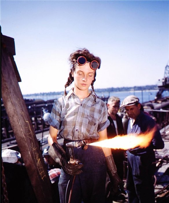 exempli-gratia:  A 12-year-old girl welder for the Australian Air Force in 1943. (via equivoque, via suicideblonde)