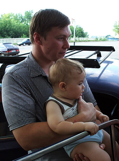 Husband and kid in 07. Matvey was such a fattie! He lost all of that chub once he started stretching out. I'm hoping he'll be taller than both of us, at least 1.90m.