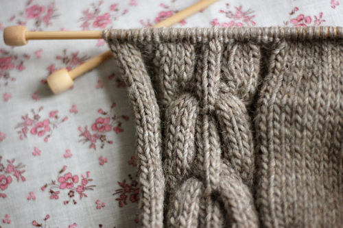 sheepishknitcrochet:  beautiful cables…