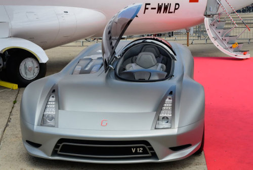 popmech:  One of the things on display at the Paris Air Show wasn't a plane, but a plane-inspired car. The VAH.HO experimental hydrogen-powered car has aircraft-style controls and seating.