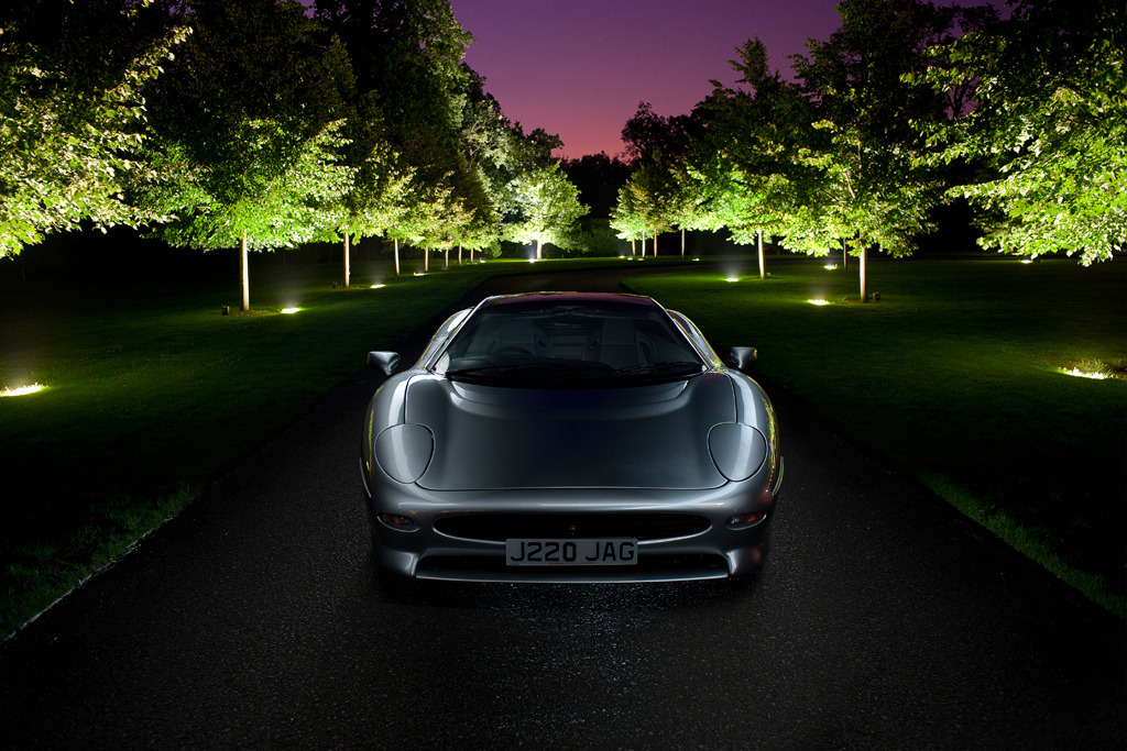 Nocturnal Threat Jaguar XJ220 Photo taken by George Williams in England