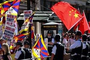 NO WAY THROUGH Police officers in London form a barrier between pro-Tibet demonstrators and supporters of Chinese Prime Minister Wen Jiabao, who is on a short trip to Europe. (Photograph by Reuters.)
