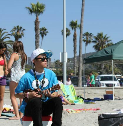 Me! La Jolla Shores! Playin' the Uke for the residents/tourists of SD!