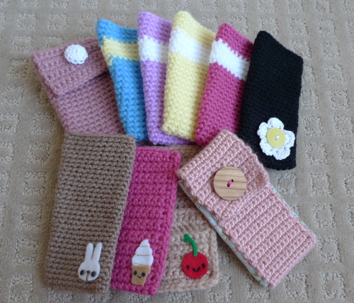 "Here's a quick recap of all the cell phone cozy tutorials I blogged about: Tutorial #1 with the crocheted edges Tutorial #2 using the ""sock"" method Tutorial #3 with the fabric lining Which one is your favourite?"