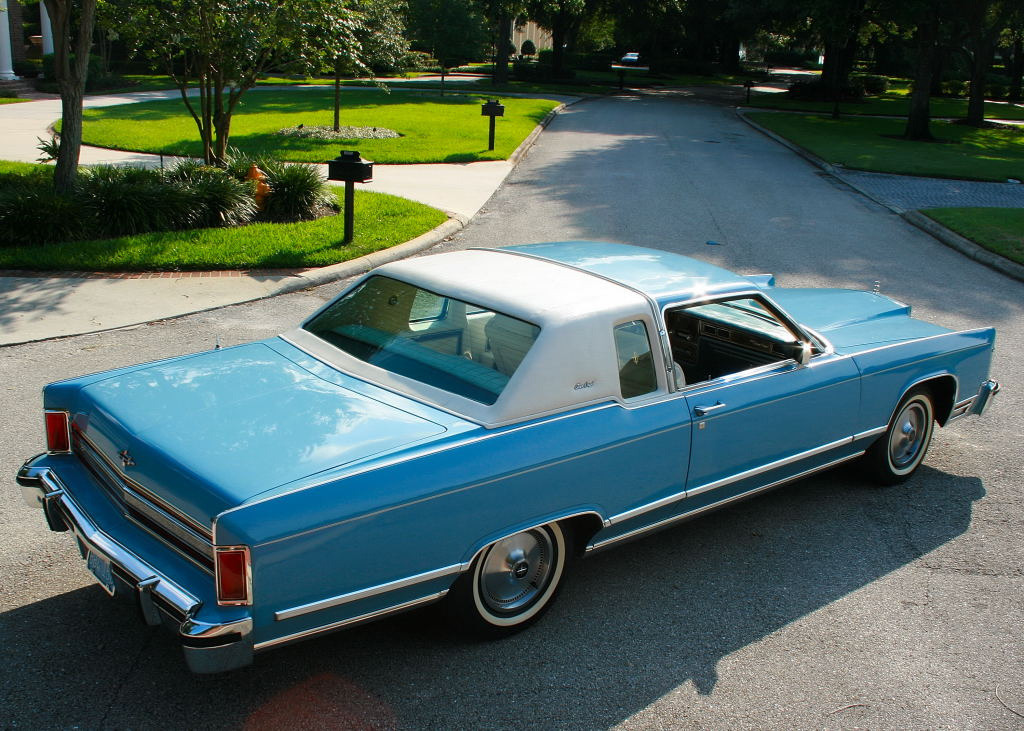 A Ride in the Boat 1979 Lincoln Town Coupe Photo taken by Dave S in Florida, USA