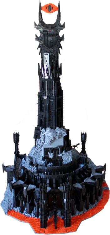 casilemental:  fuckyeahlegos:  Barad-dûr in LEGO by Kevin J. Walter  OMG! Can someone give me this??!!