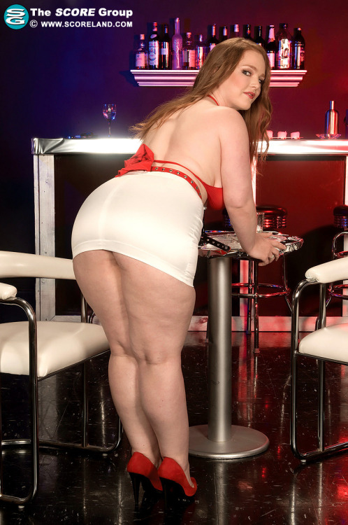 Contessa Rose. Wouldn't mind getting behind that. Love those juicy thighs. Mmmm. Enjoy. http://gallys.scoreland.com/images/ContessaRose_25284/?nats=scrg1511.4.2.2.1.7022001.0.0.0