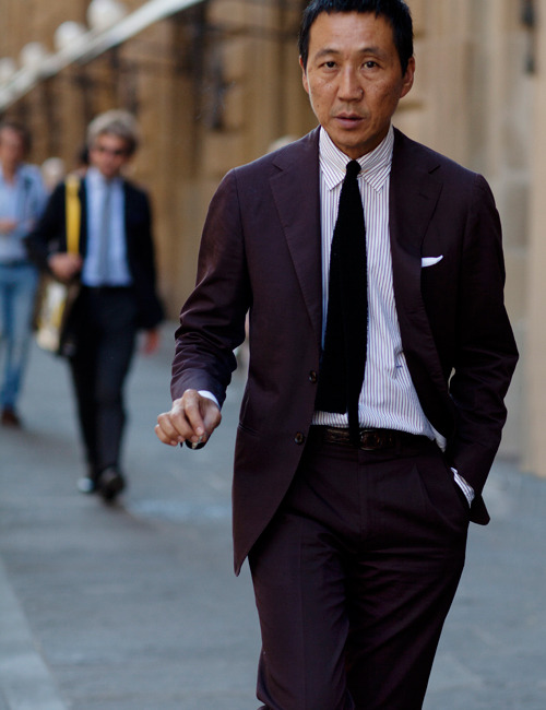 Effortlessly pulling off an aubergine suit?  Not for the faint of heart… Source: The Sartorialist