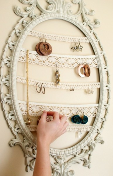 What an awesome idea! (via crafty goodness / Jewelry Display Repurposed Painted by thevintagetreehouse on Etsy)