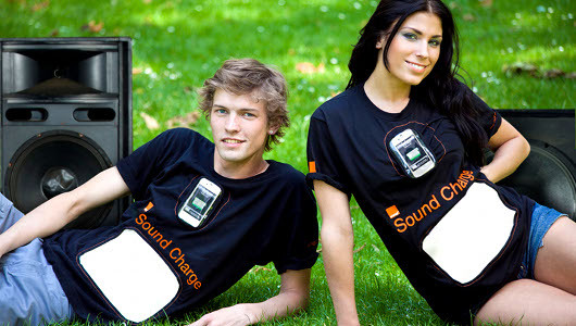 mothernaturenetwork:  T-shirt charges your phone by absorbing ambient soundShirts made of piezoelectric fabrics could make charging your portable electronics easier than ever.   Alright!! I'll just wait for the $900 Proenza collaboration…