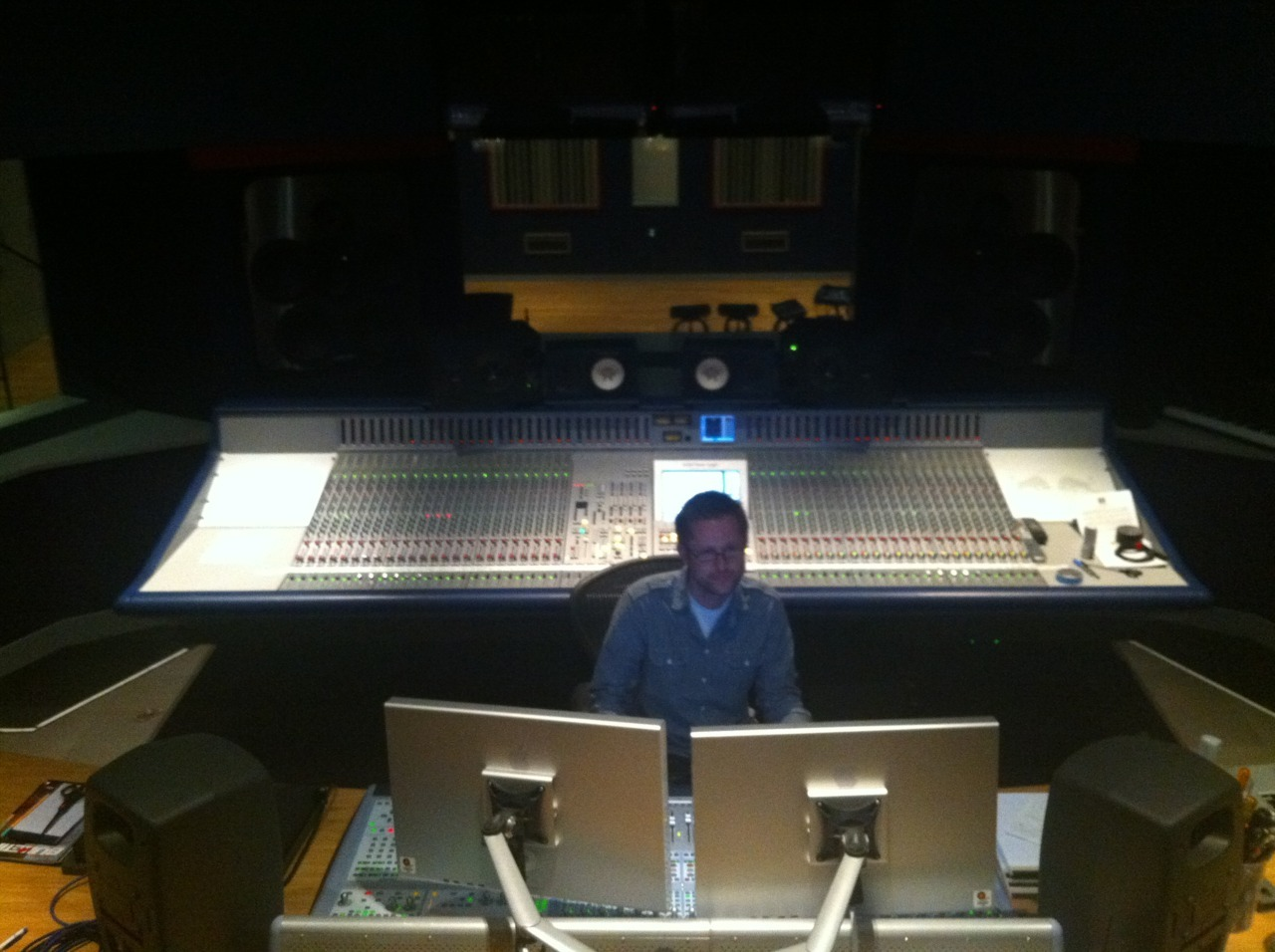 †oday is mixing @RedBullStudioLA. E. S†enman in †he house. Yeaugh!