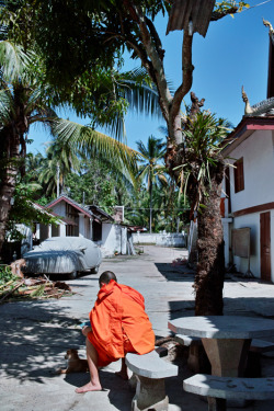 LAOS. Luang Prabang. Buddhist monk at rest. ⓒ Julie Mayfeng